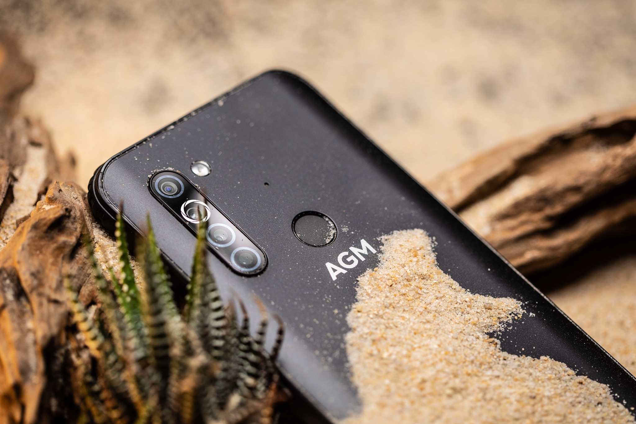 The #AGMX5 is fueled up by a 5600mAH battery with fast charging support of 18W.