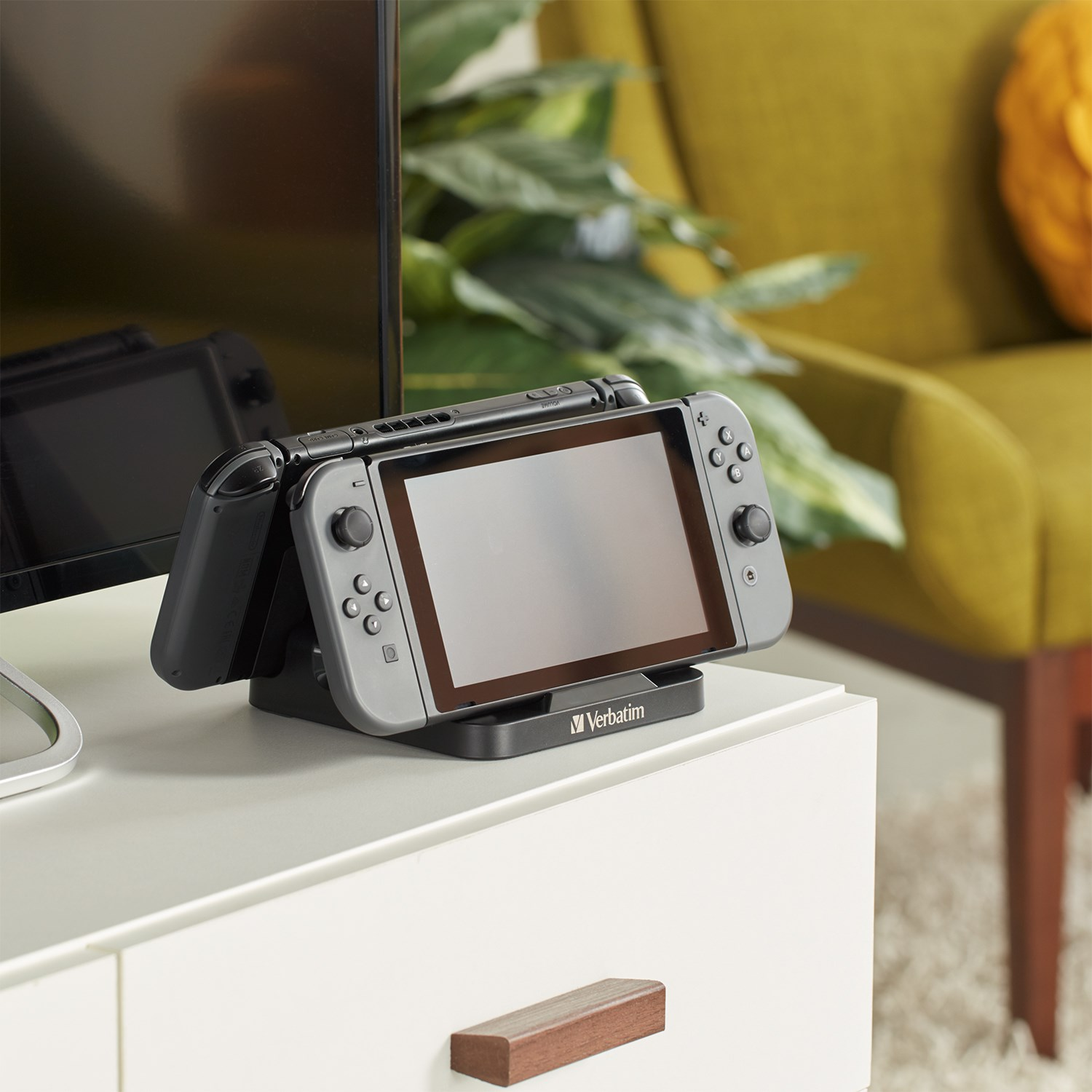 Charge while you play with the Verbatim Dual Console Charging Stand. For use with the Nintendo Switch™ and Nintendo Switch™ Lite, this charging stand charges two consoles simultaneously, ideal for gaming with friends. #VideoGames