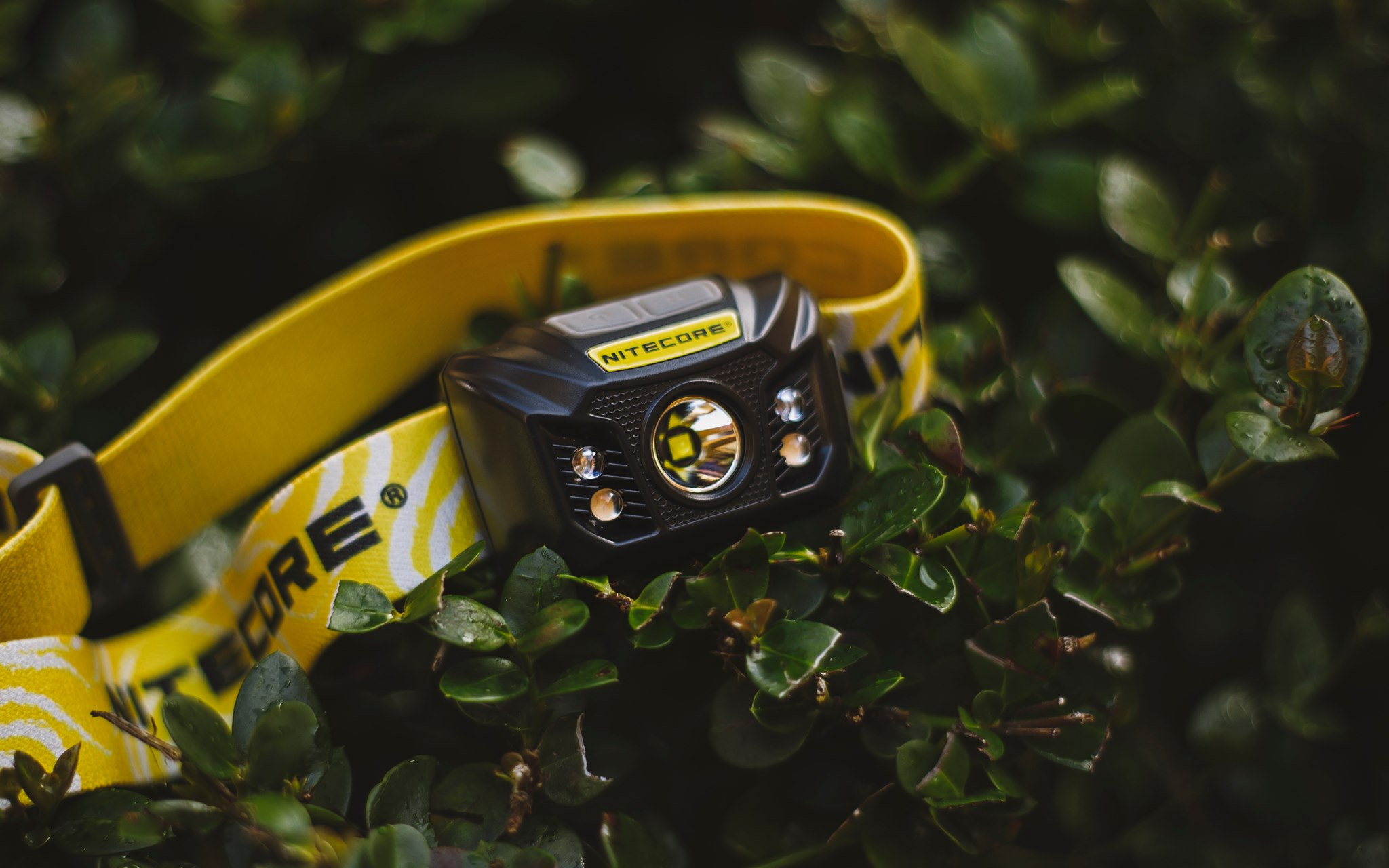 A light weight headlamp with long run time, can take your outdoor activities to the next level. The NU32 headlamp has extreme compact and lightweight body with a weight of 99.5g (3.51oz), and max runtime up to 330 hours.